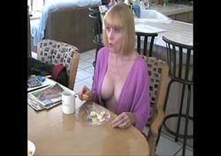 Esposa e marido transando gostoso depois do café da manha