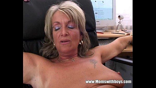 Porno com minha secretaria peituda transando no trabalho