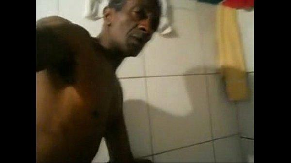 Negro dotado comendo o cu da casada e corno olhando