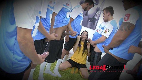 Novinha transando com jogadores de futebol