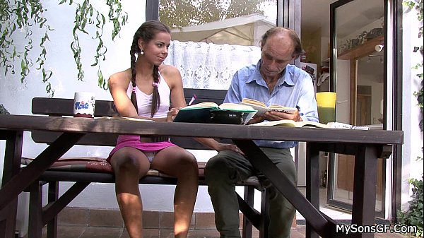 Beleza brasileira na webcam peituda gostosa só de calcinha mostrando os peitos