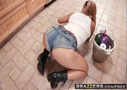 Branquinha transando com colega de trabalho no banheiro dos funcionários