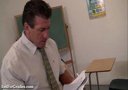 moreninha safada dando a bucetinha para o professor