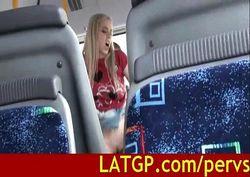 comendo a novinha safada dentro do ônibus