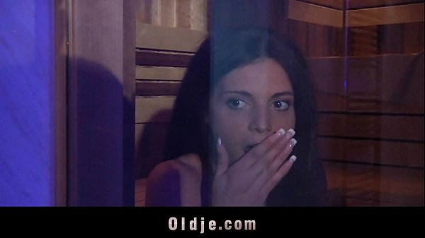 Mulher transando amarrada em video porno fetiche