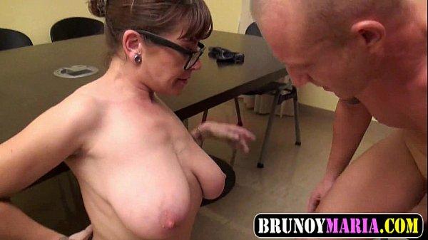 Tatuado comendo a sua puta da professora coroa