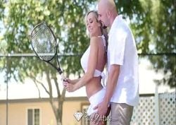 Professor de tênis comendo aluna coroa loira gostosa