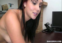 Ariana safada gostosa levando rola na buceta no escritório