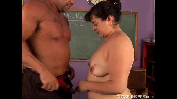 Mãe de aluna da escola transando com professor de filha