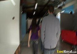 Corno broxa assistindo amigo fuder sua esposa gostosa