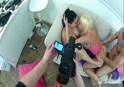 Fazendo porno em casa com duas amigas putas