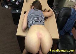 Fudendo a secretaria gostosa na mesa do escritório