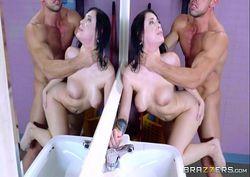 Xlxx porno no banheiro