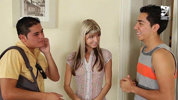 Gostosa vagabunda fudendo com dois amigos no motel