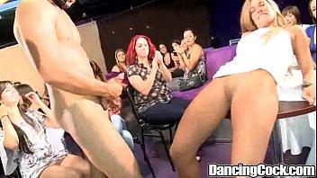 Fudendo gostosas bêbadas em boate de sexo