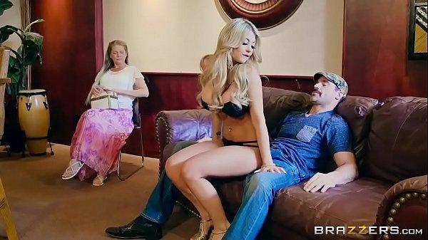 Kayla Kayden puta gostosa fudendo com casado e esposa assistindo