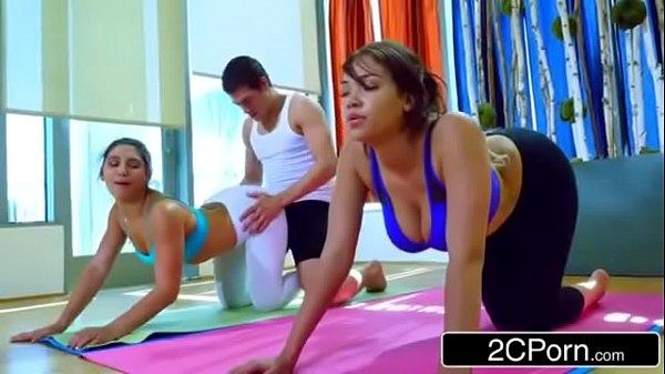 Professor de pilates fudendo alunas safadas e gostosas