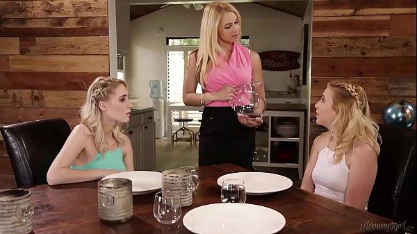 Exvideos com tres novinhas e um consolo