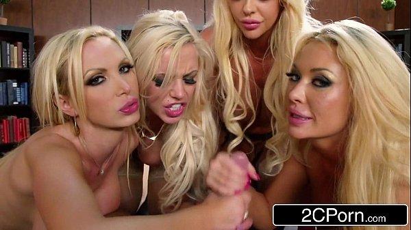 Sanba porno três loiras mamando