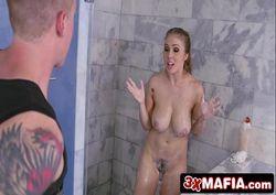 Video xxx de peituda fodendo no banho