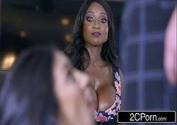 Vidio sexo chupando o namorado em frente de sua amiga