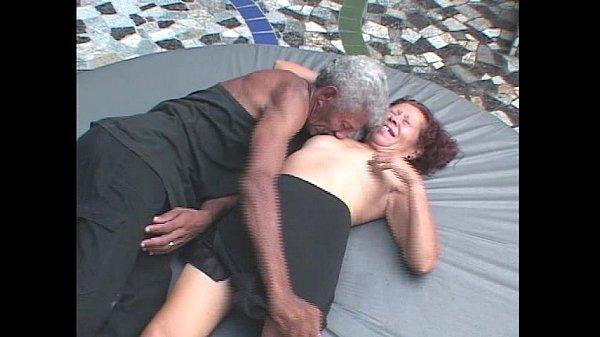 Garoto pega sua vó depois da foda com o vô e fode a buceta