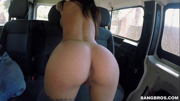 O velho tarado deu dentro do carro