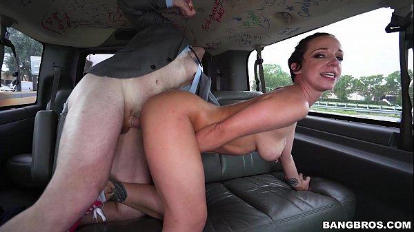 You porno dando de quatro no carro