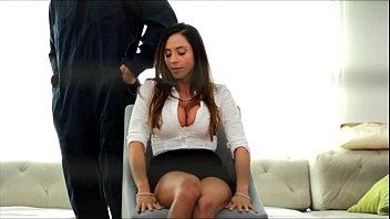 Pegou sua namorada morena de frente e fez ela gemer na sua rola