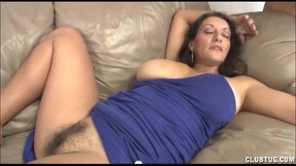 Filmando buceta peluda da mãe