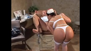 Fodendo a doutora e a enfermeira  gostosa