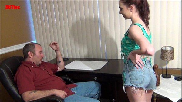Fudelança novinha metendo com o pai de sua amiga