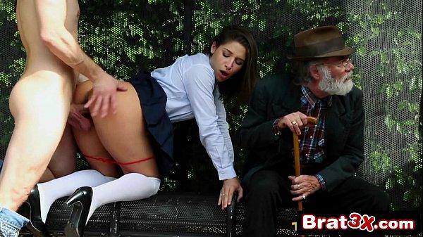 Gostosas Metendo fodendo a moreninha na frente do tio dela