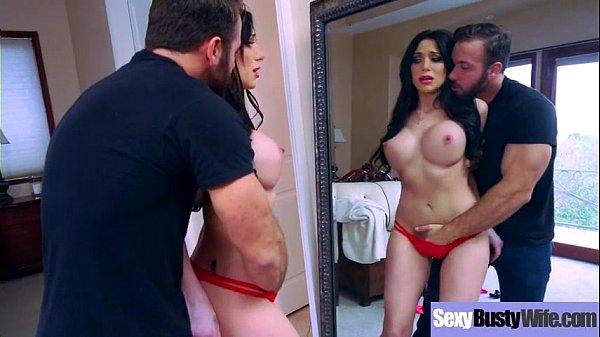 Masturbou e chupou a sogra do corpo perfeito na frente do espelho