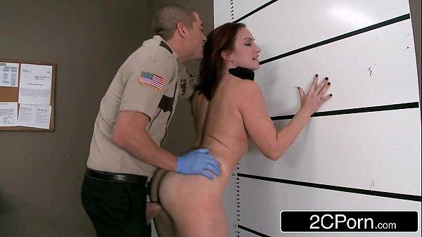 Policial botando a magrinha pra gemer muito