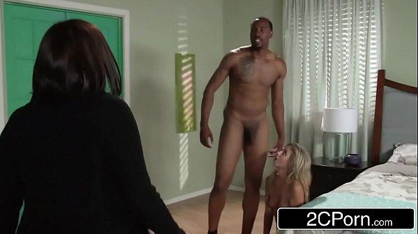 Porno Mineiro grande dotado socando na loirinha