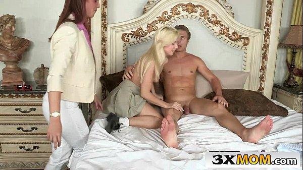 Teste Porno fodeu a loirinha na frente da mãe dela