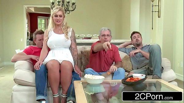 Twistys sentando pros amigos de seu marido