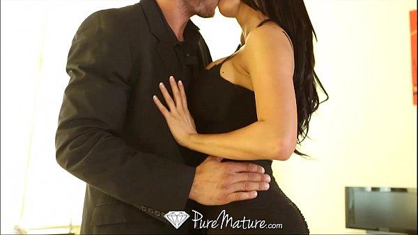 Anal Forçado beijando a moreninha delicia