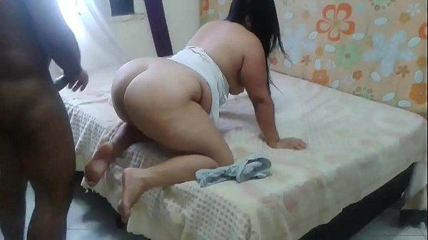 Negro arromba a vagina da fofinha do bumbum grande no sexo amador