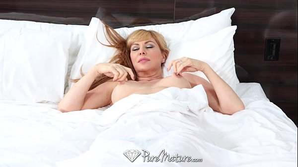 Pedindo rola grossa na cama