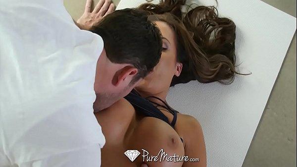 Porno Kid Bengala adorou chupar a linda morena