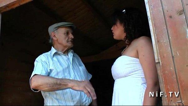 Lovecam avô come a xota da neta gordinha no sitio