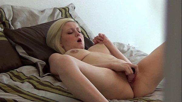 Porn hub garoto flagra e filma a irmã socando consolo na xota