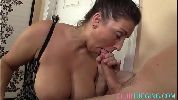 Sexo com mulher peituda boqueteira