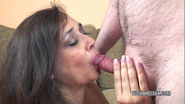 Sexo tube com coroa no sexo oral com macho do pinto pequeno