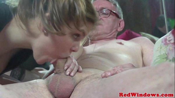 Tv porno depois de um chopp avô fode neta vadia