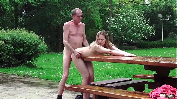 Videos adultos ninfeta sexo com avô ao ar livre