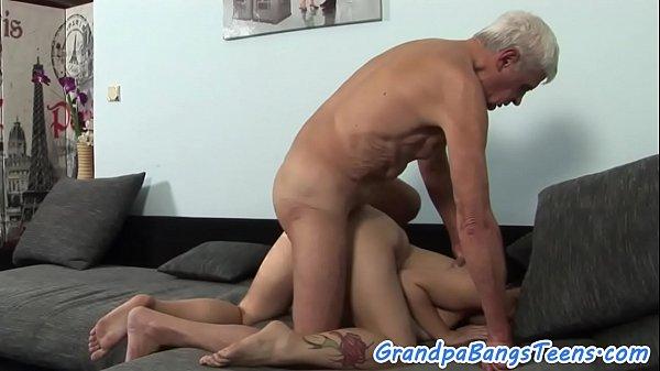 Xlxx pornô incesto neta dando o cu para avô idoso