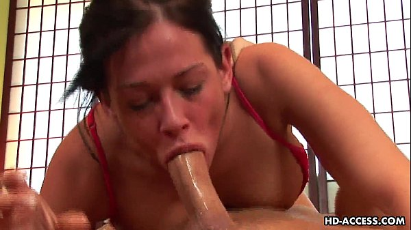Xnnx macho enterrando com força rola na boca da puta